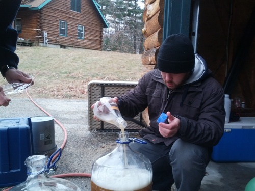 We finally pitch the yeast into fresh wort (this is a session IPA, if you were wondering).